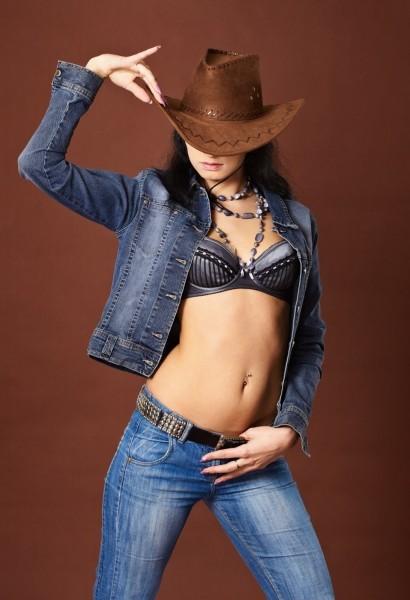 Узкие джинсы с заниженной талией
