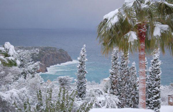 В Торревьехе снег