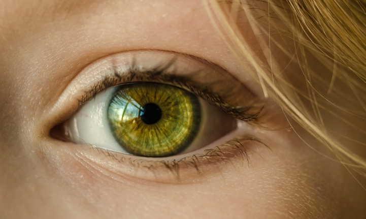 люди с темным кольцом вокруг радужки глаза