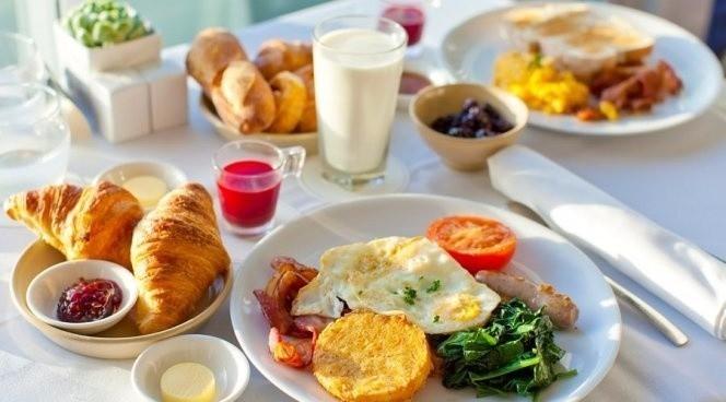 завтрак - прием пищи