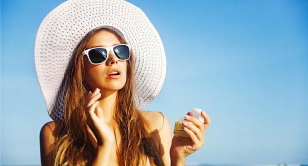 нанесение солнцезащитного крема