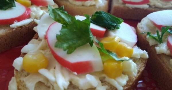 Бутерброд с крабовыми палочками