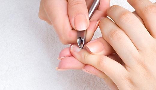 убрать заусенцы на пальцах рук